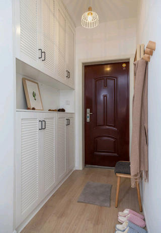 北欧简雅三居装修门厅布置图