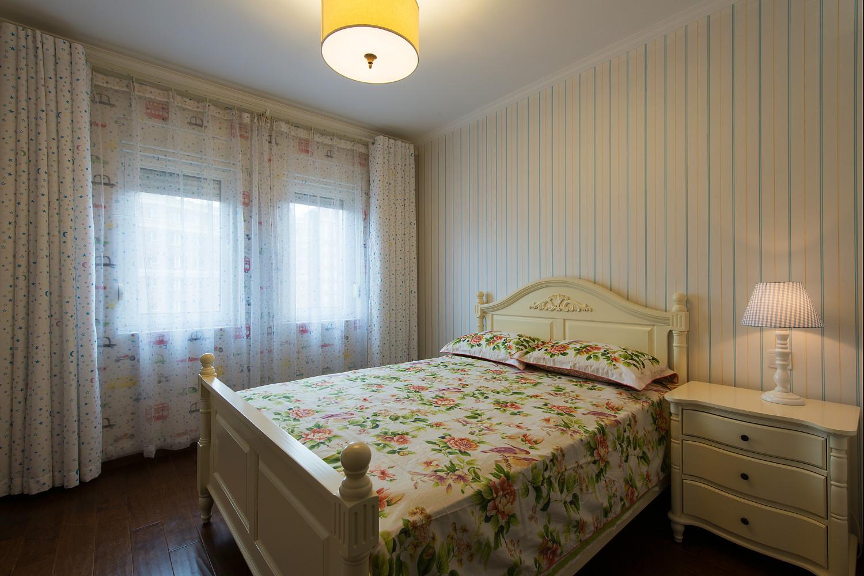 美式三居装修次卧效果图
