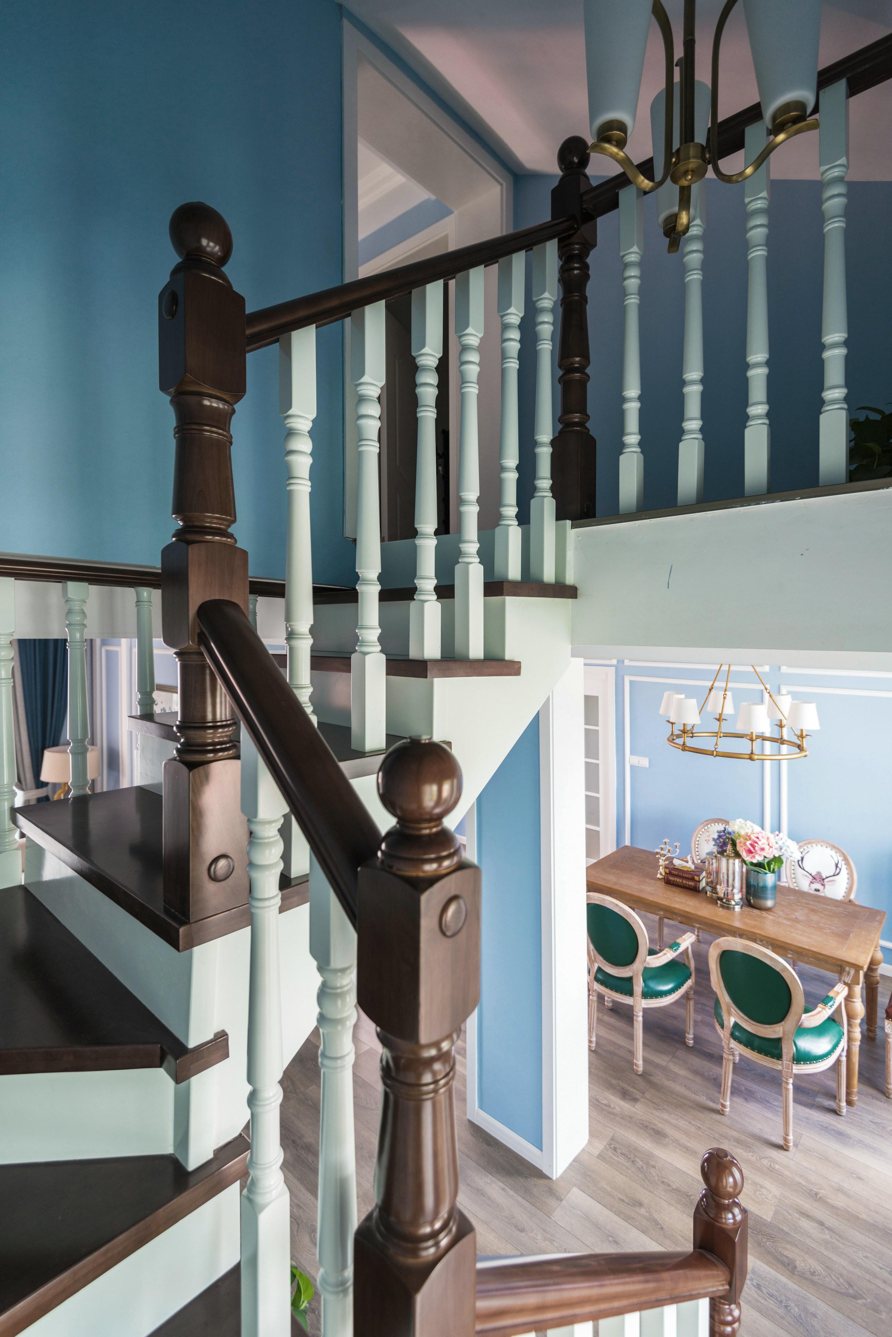 复式美式风格装修楼梯图片