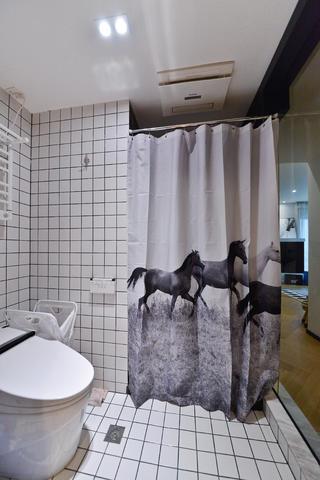 70平一居室小家浴帘图片