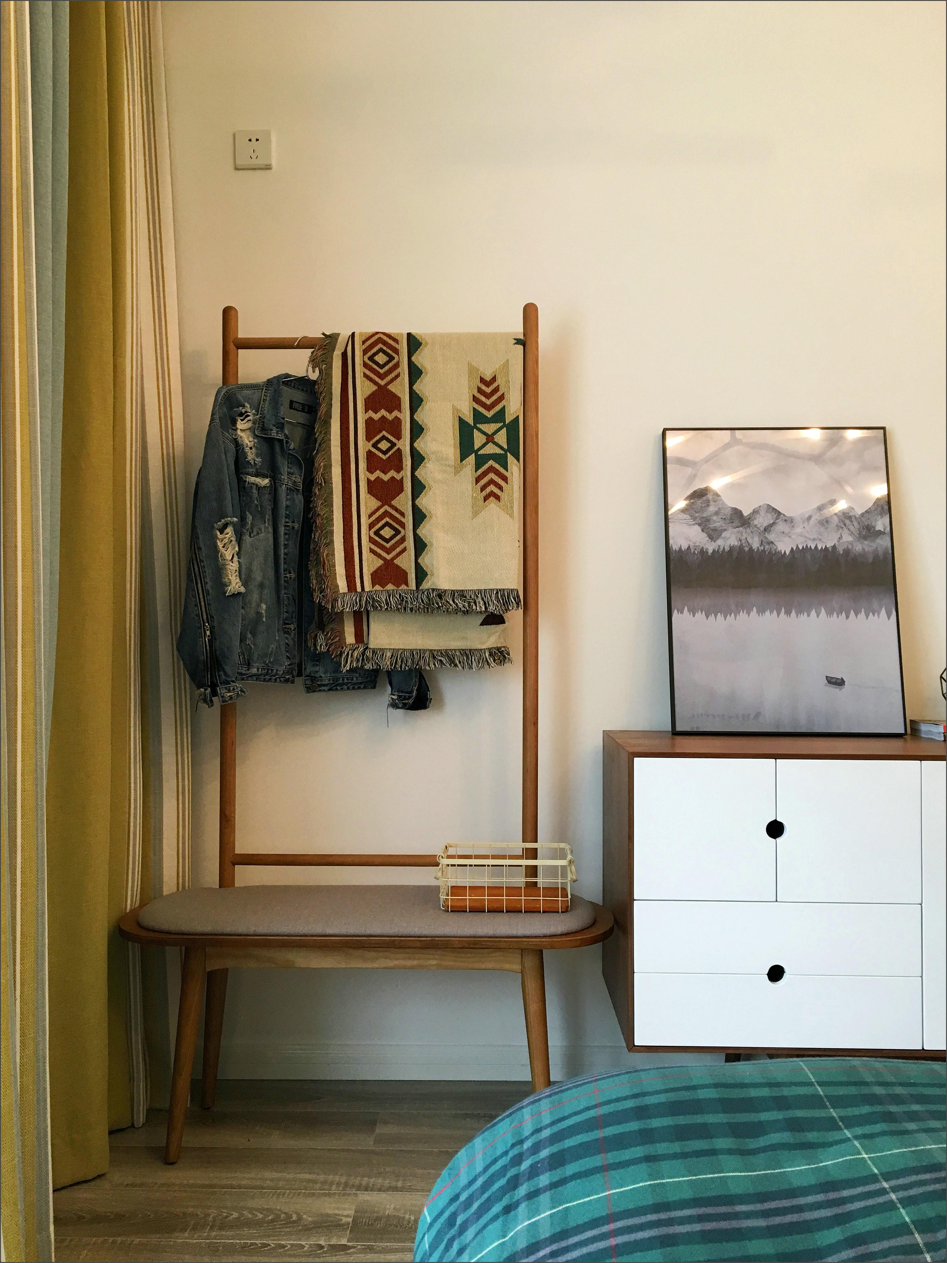 110㎡三居室装修挂衣架图片