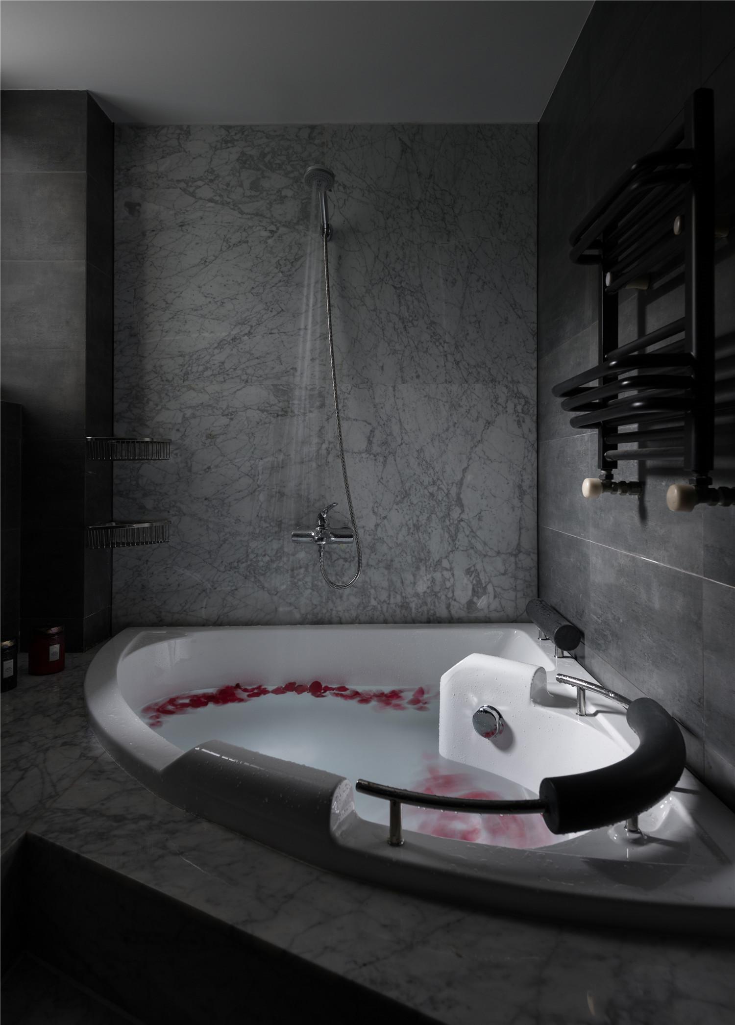 145㎡现代简约家浴缸图片