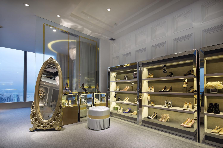 原创轻奢品牌店铺装修鞋子展示区