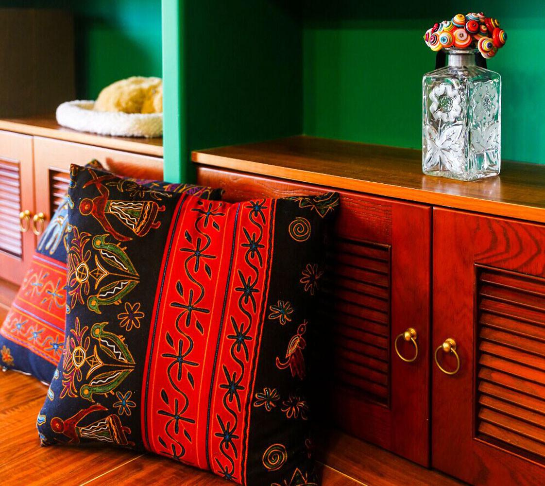 157平东南亚风格装修抱枕图片