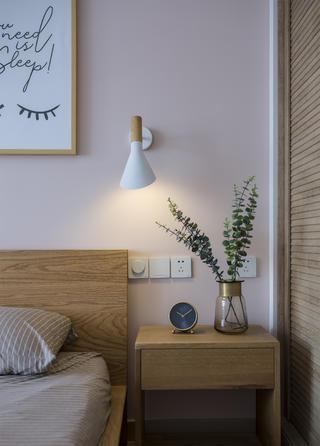 北欧三居室装修床头柜图片