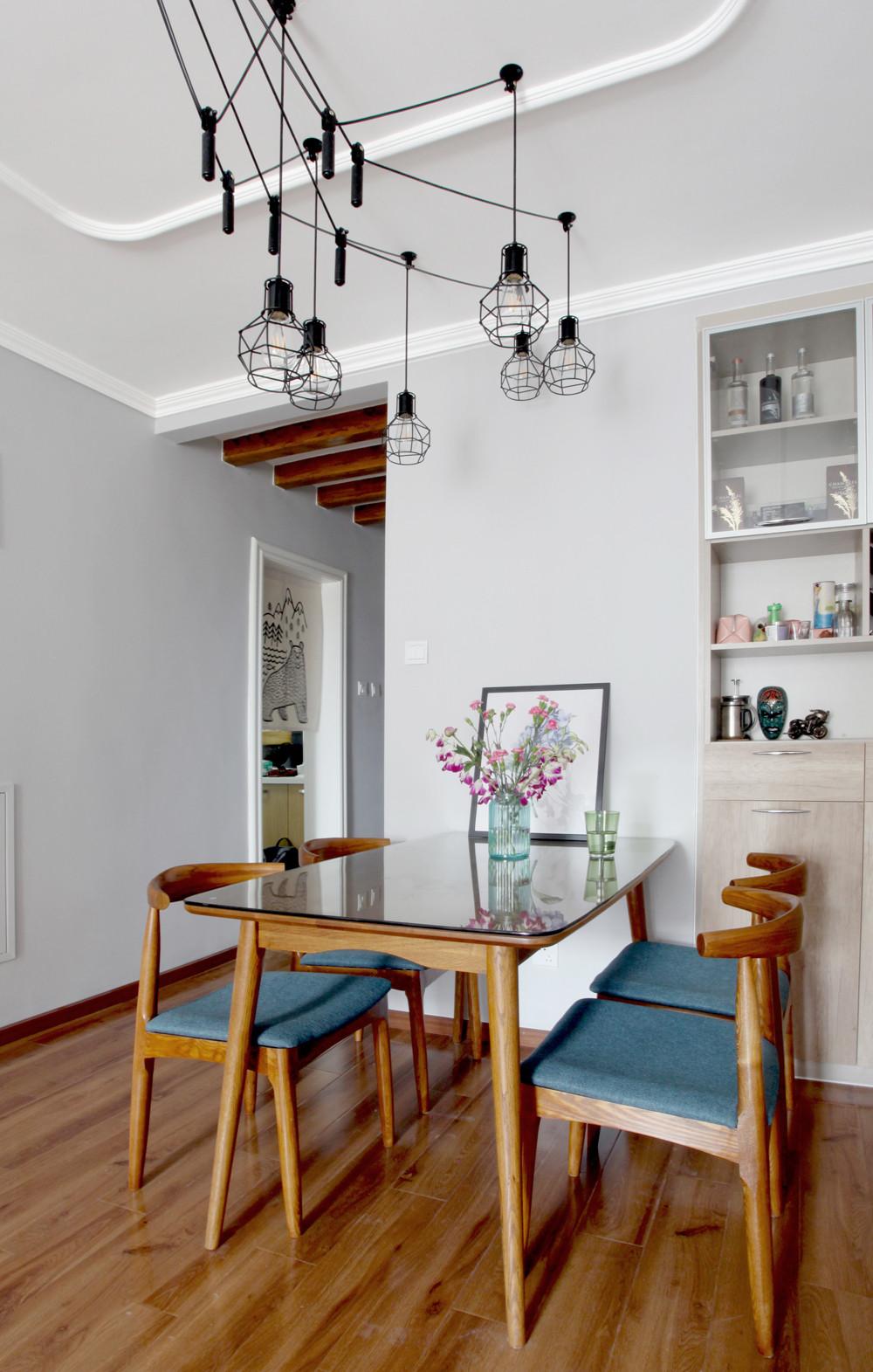 北欧二居室空间餐厅灯具图片