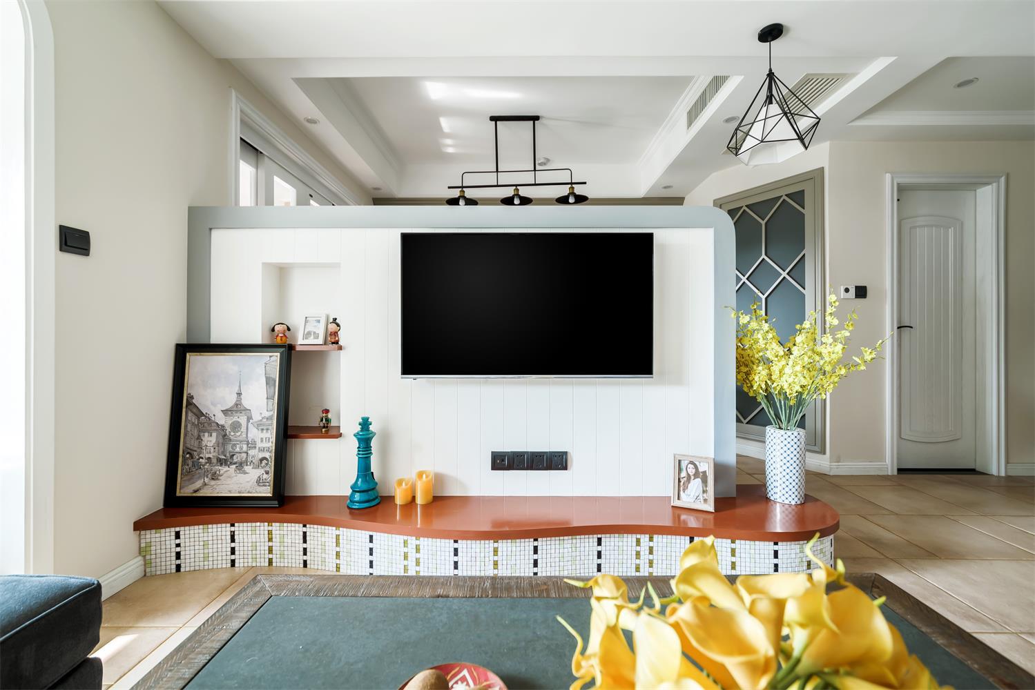 现代美式三居装修电视墙设计图