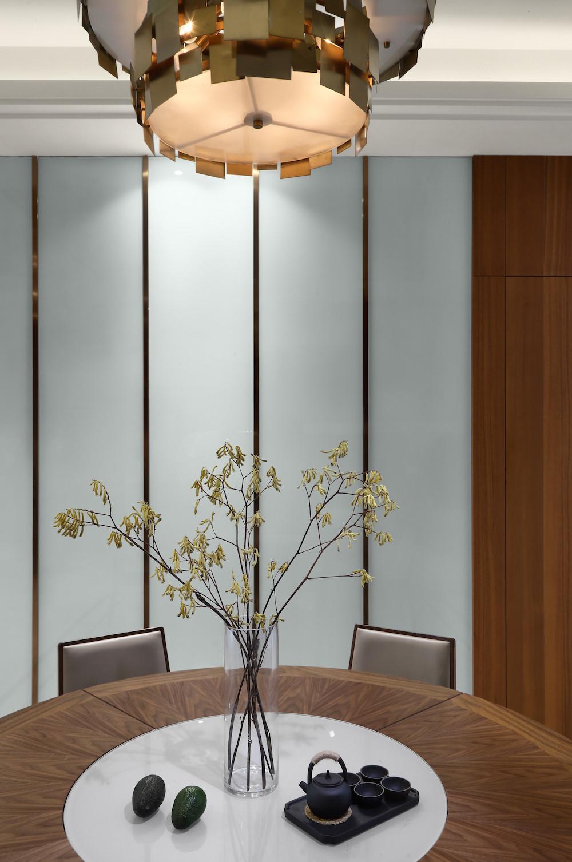 大户型现代风格设计餐桌摆件