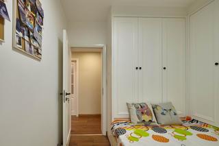 新北欧三居室装修衣柜图片