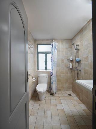 二居室美式之家卫生间装潢图