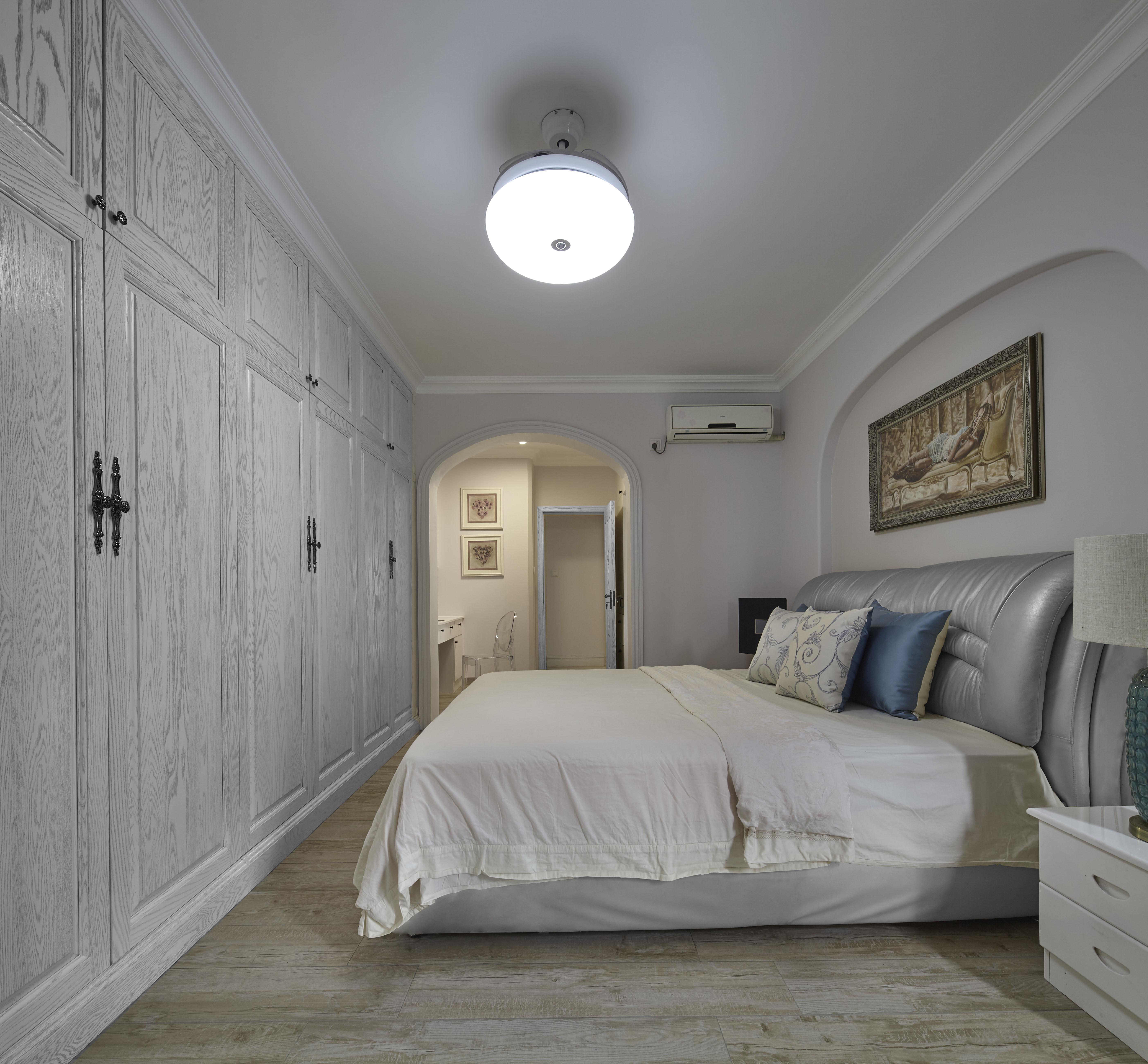 美式三居室装修衣柜图片