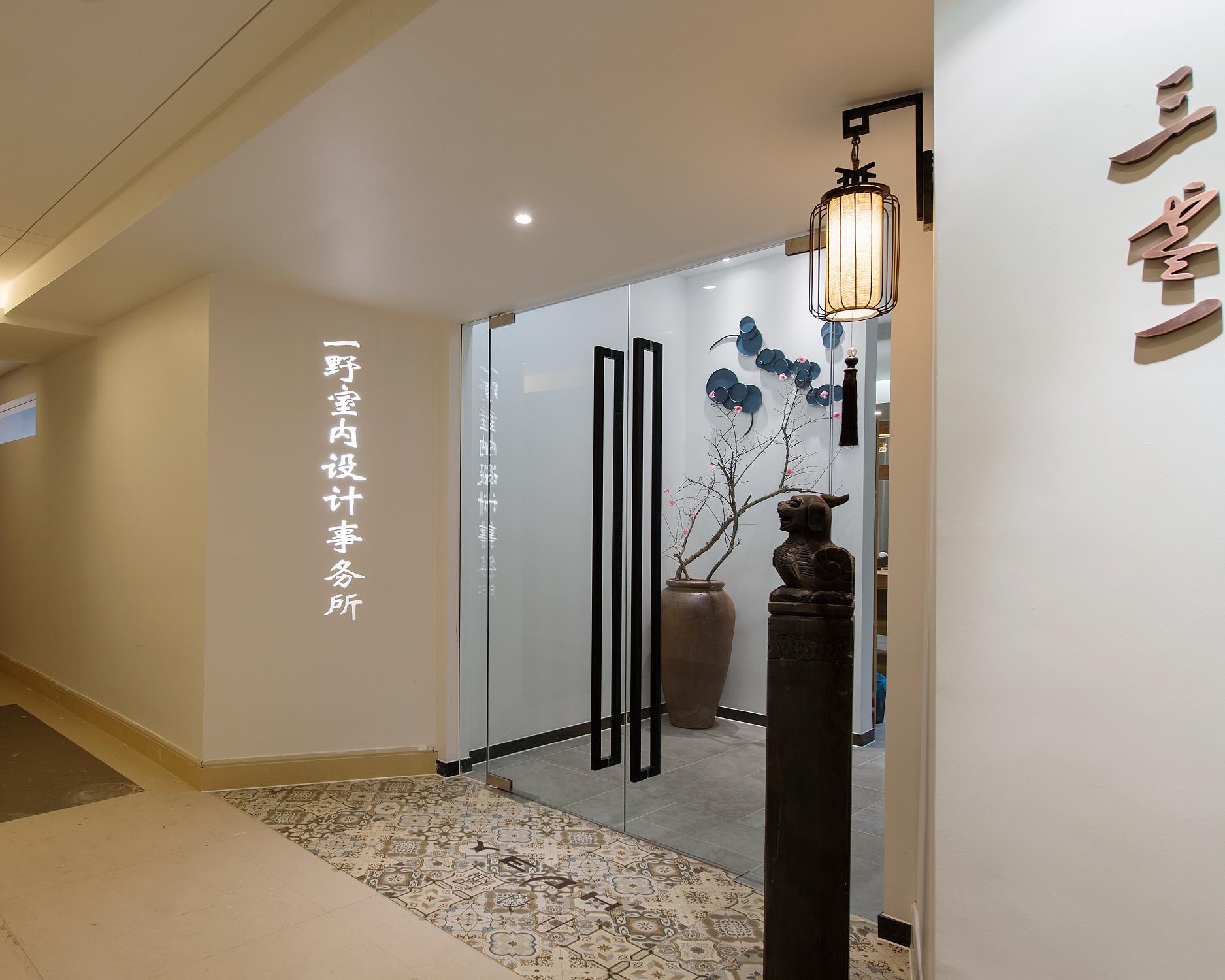 简朴素雅事务所装修入门墙面设计