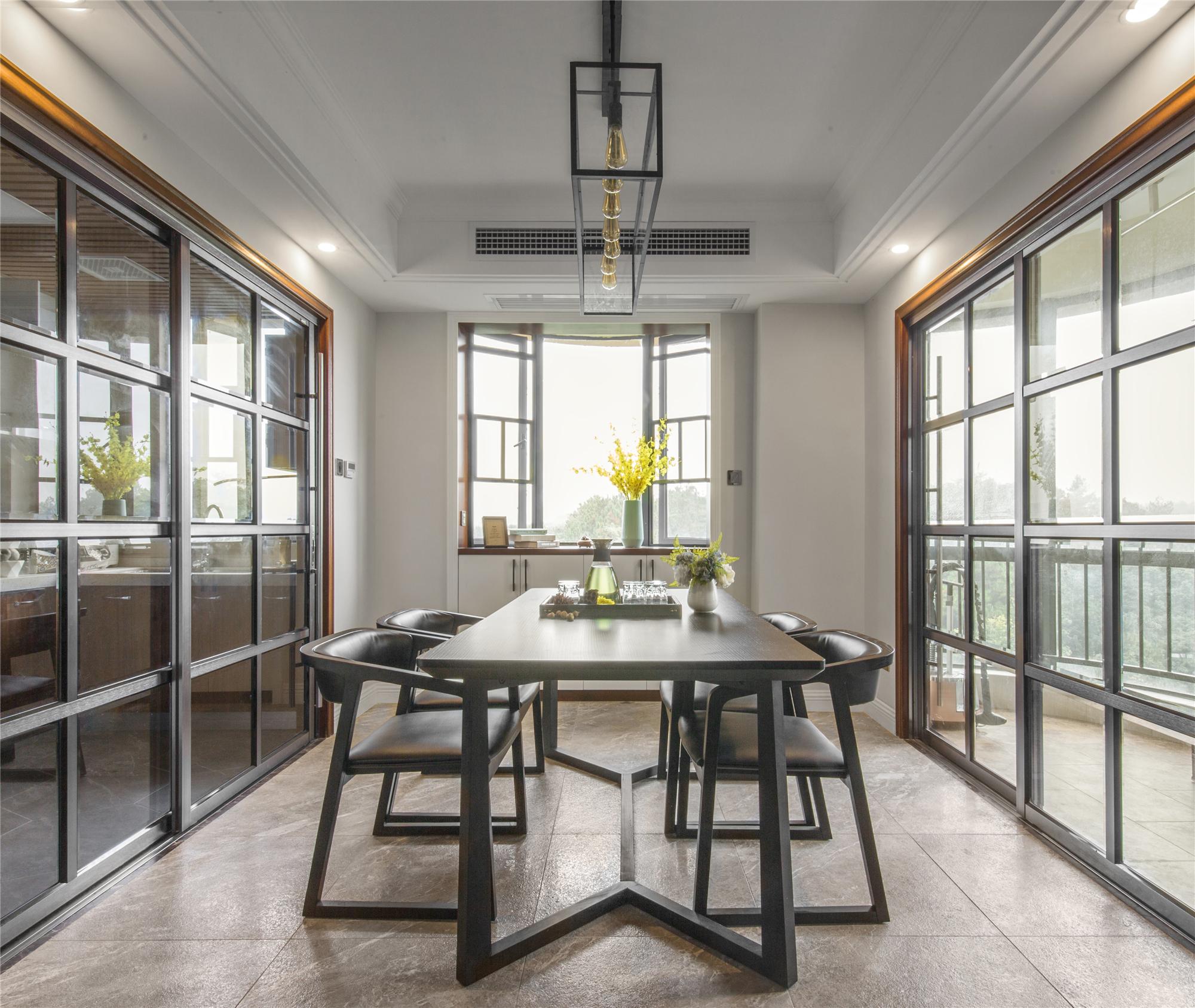 126平三居室装修餐厅设计图