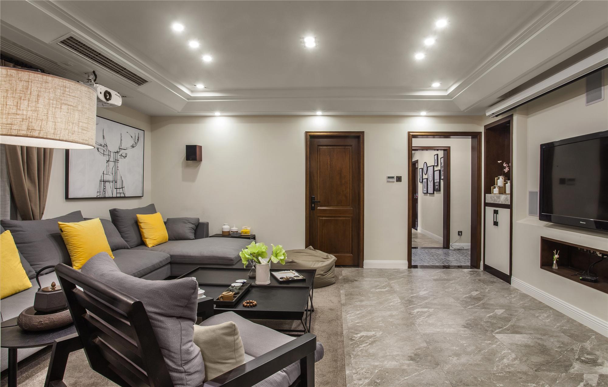 126平三居室装修客厅过道