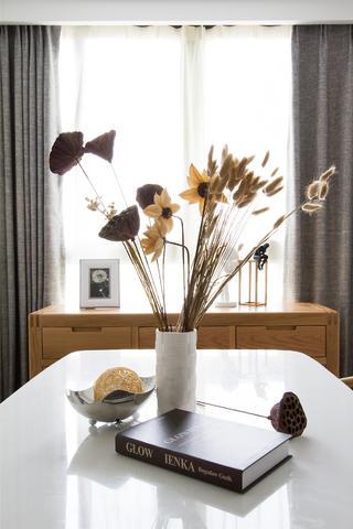 日式两居装修餐桌摆件