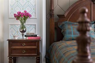180㎡美式装修床头柜图片