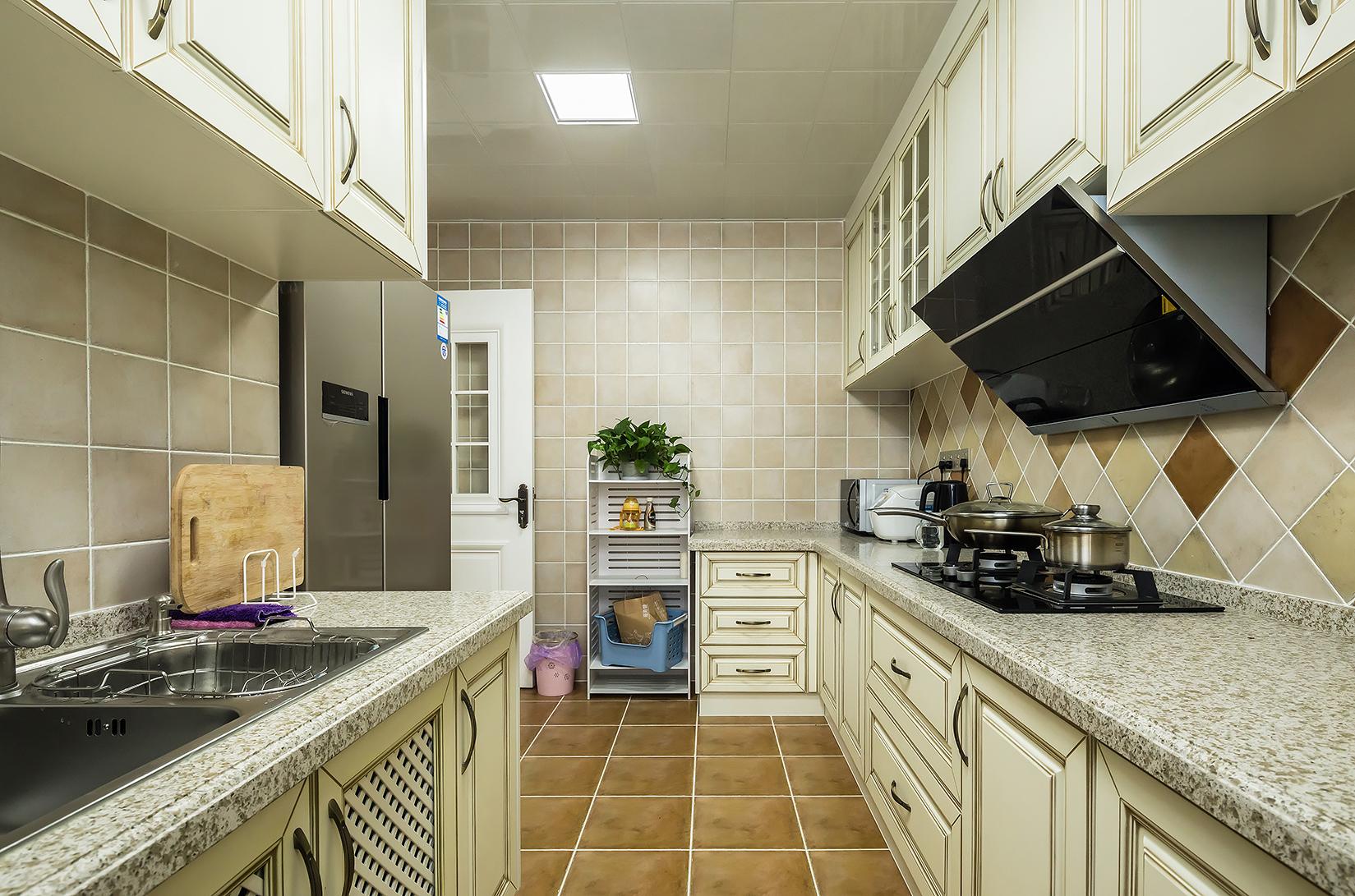 140平美式装修厨房效果图
