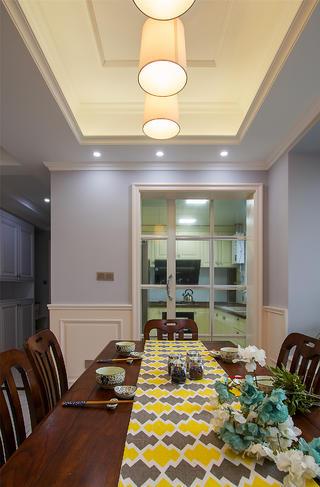 110平三居室设计餐桌布置图