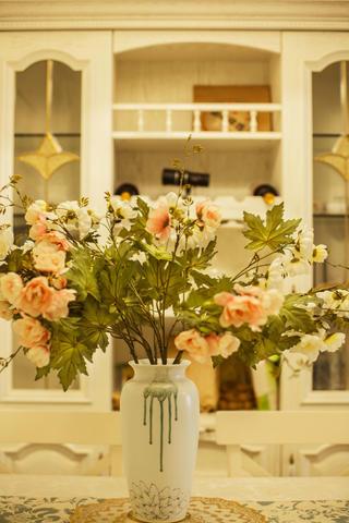 二居室混搭风格装修花瓶装饰