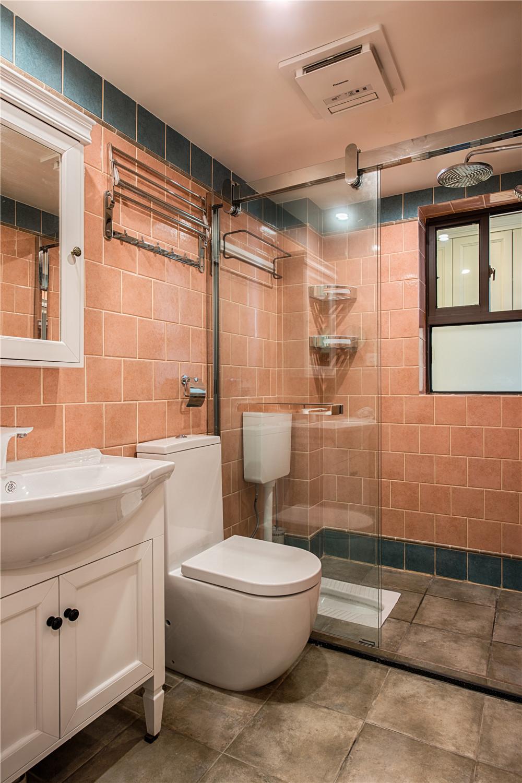 三居室混搭风格家卫生间效果图