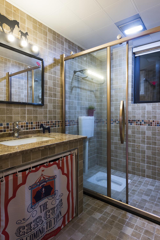 美式四居室装修卫生间效果图