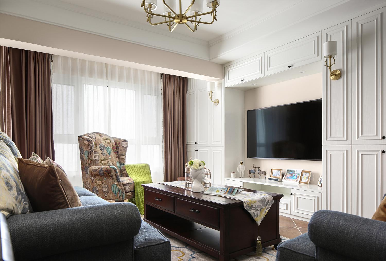 美式三居装修电视背景墙设计