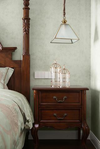 美式三居装修床头柜图片