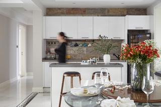现代三居装修吧台图片