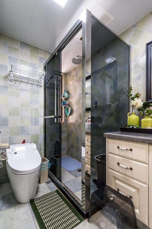 美式三居装修卫生间效果图