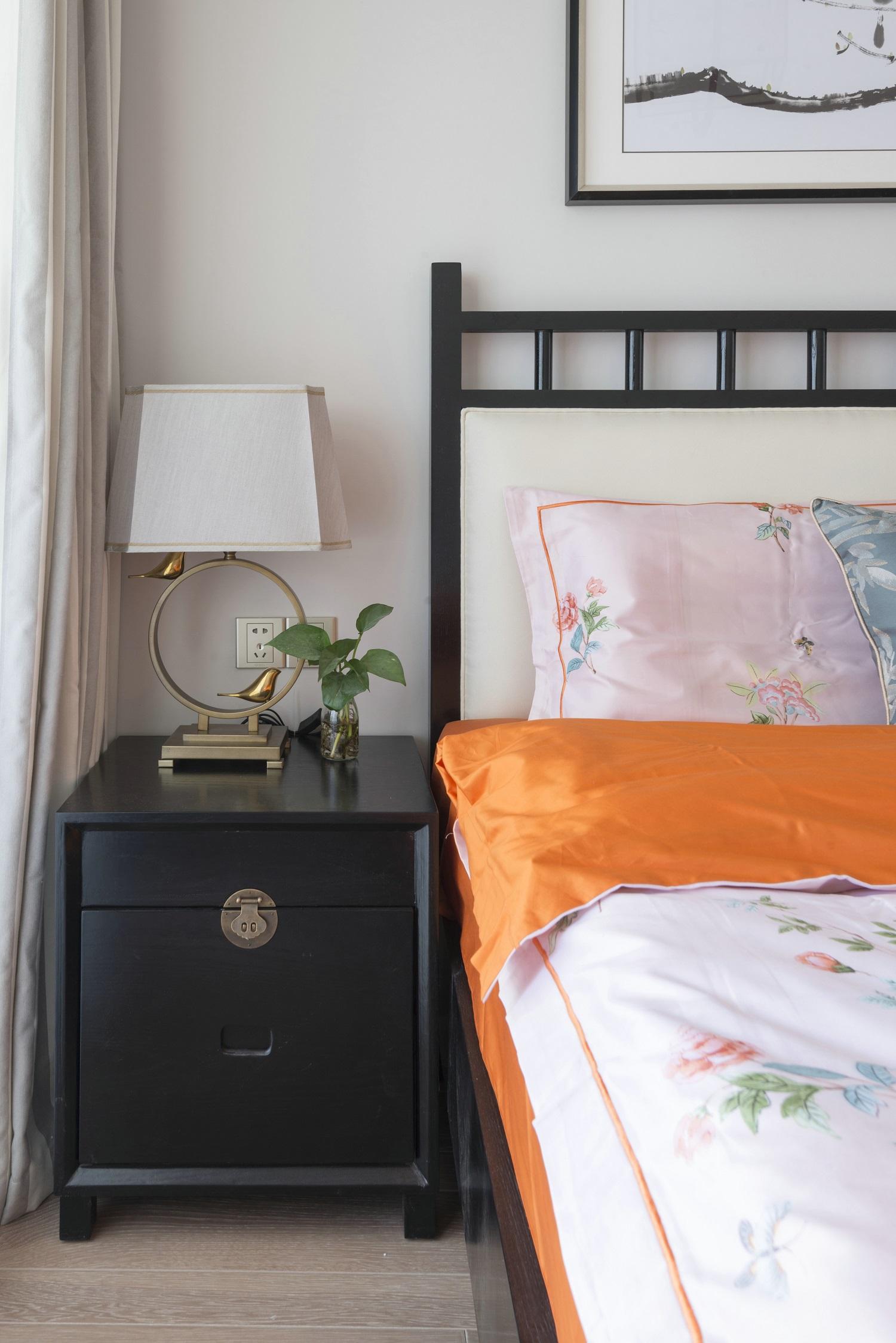 120平新中式设计床头柜图片