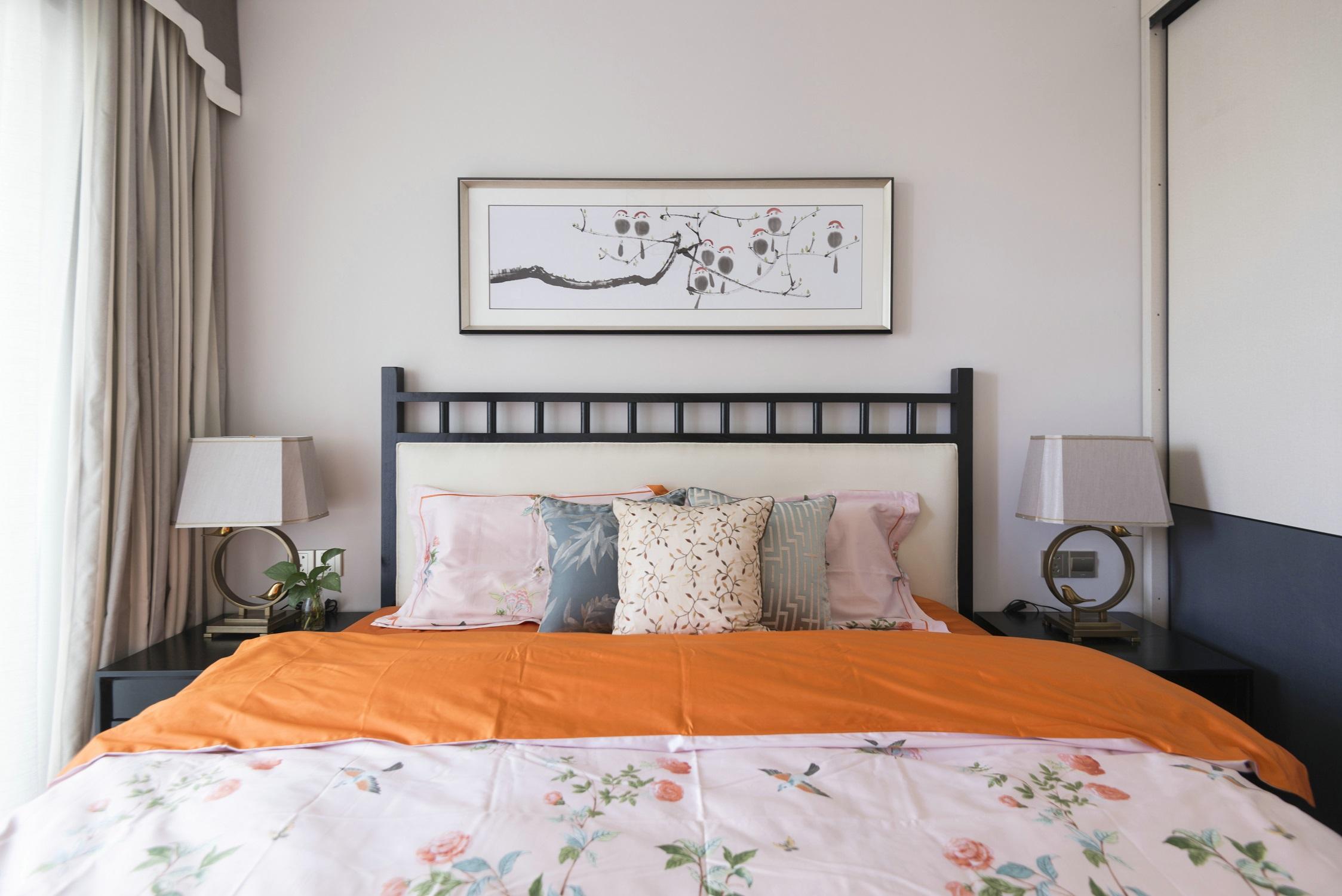 120平新中式设计卧室背景图片