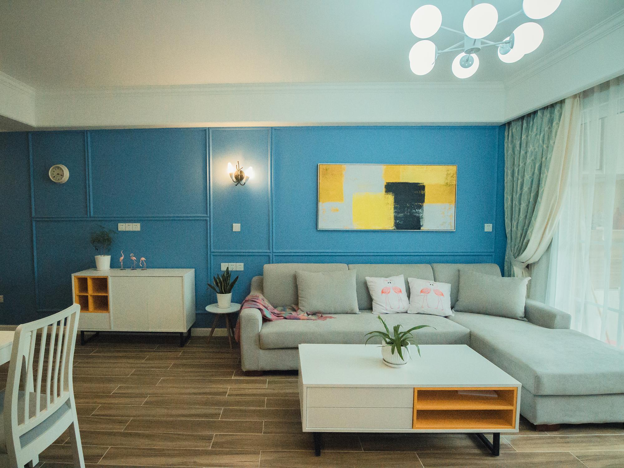 80㎡二居室装修沙发背景墙图片