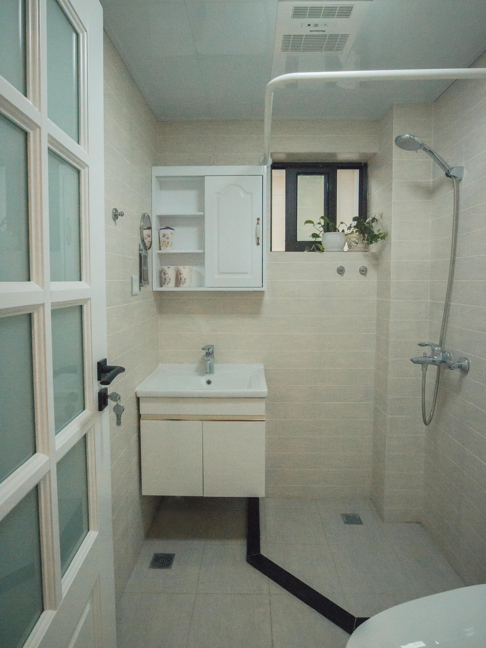80㎡二居室装修卫生间效果图