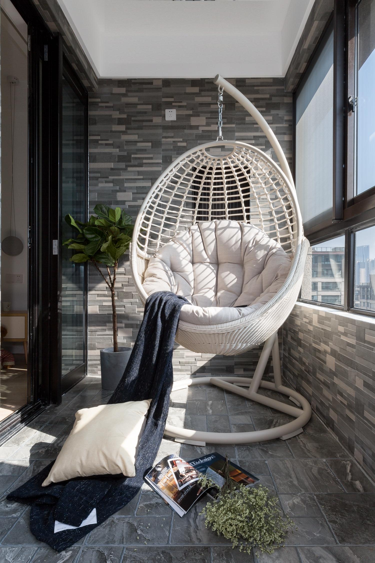 三居室现代风格空间阳台设计图