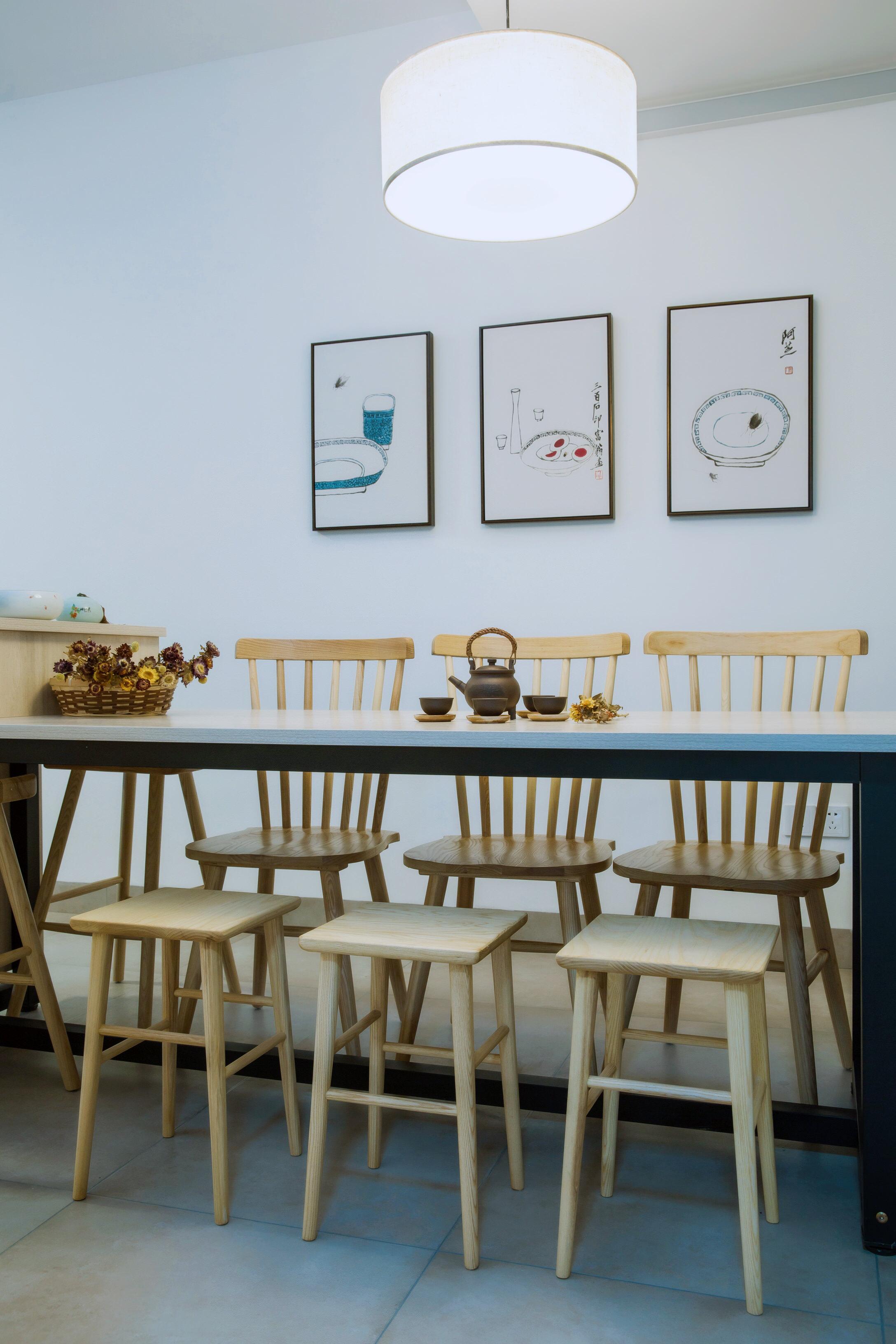 50平小户型之家餐桌椅图片