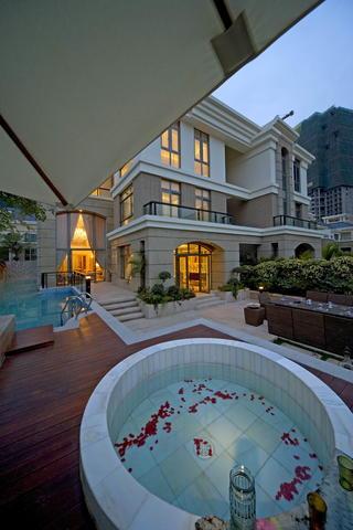 欧式别墅装修室外浴池