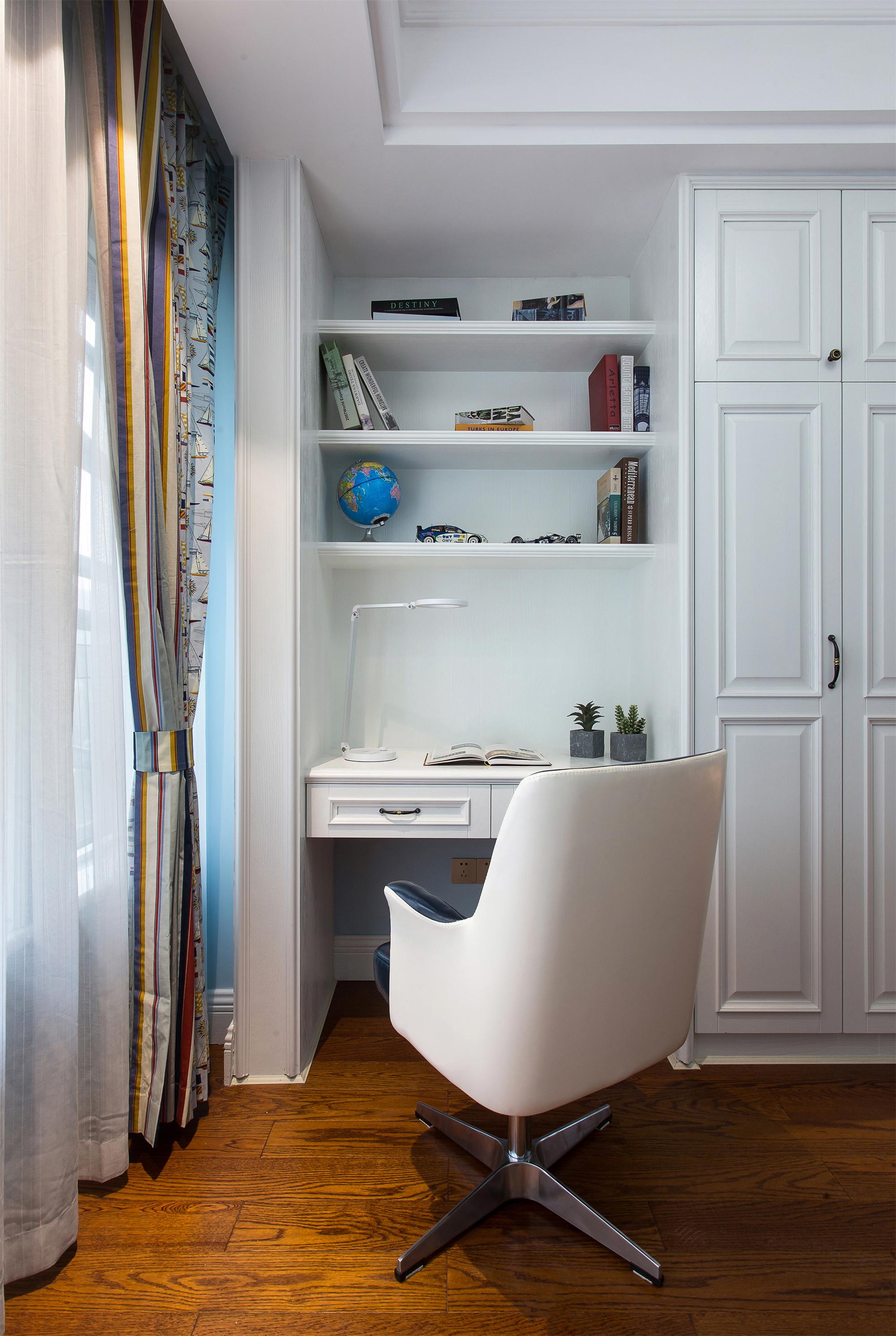 美式四居室装修书桌图片