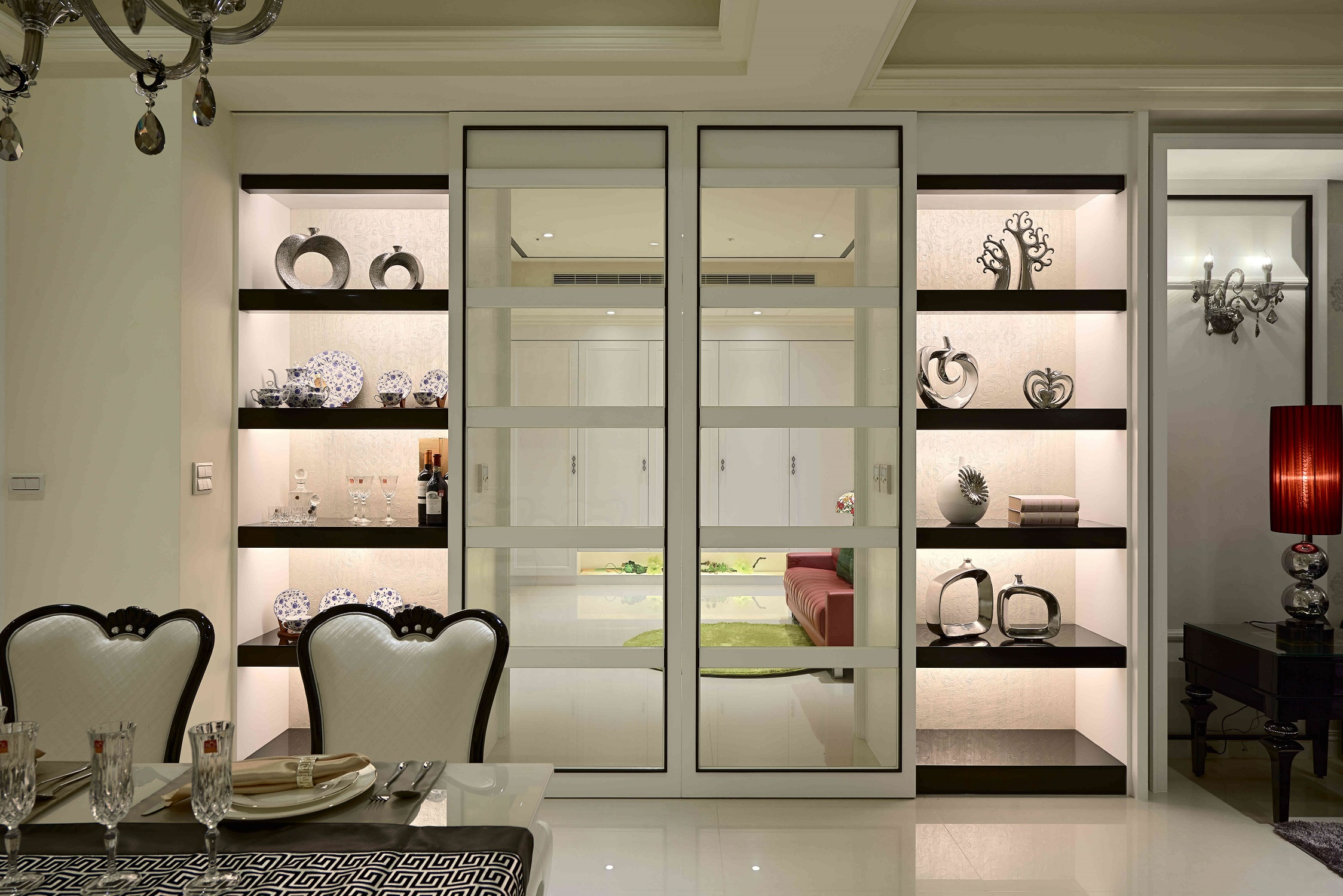 大户型黑白新古典装修展示柜图片