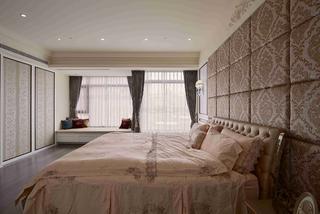 大户型黑白新古典装修床头软包图片
