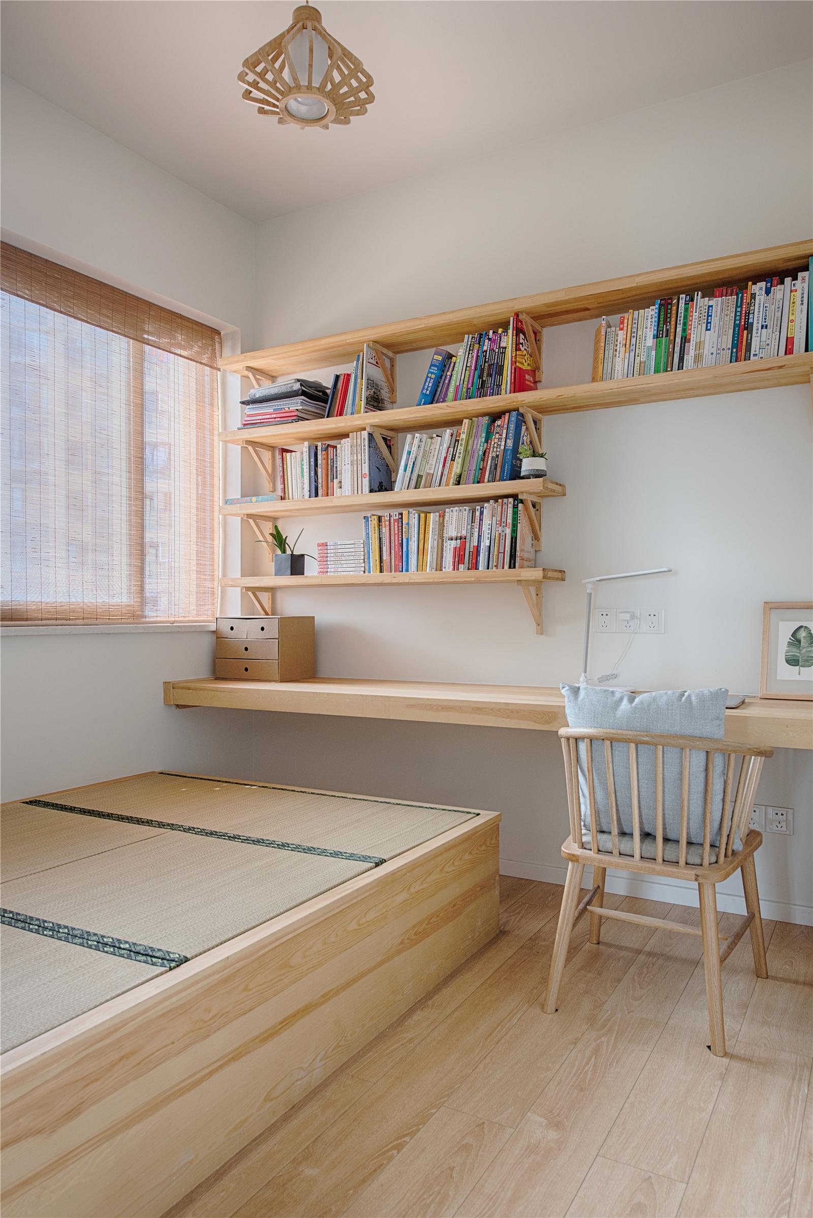 80平日式装修书房效果图