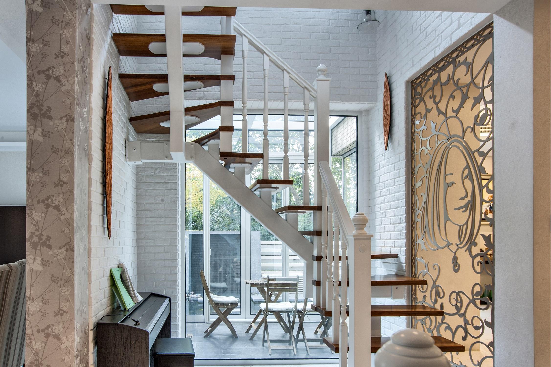 混搭风别墅装修楼梯间设计