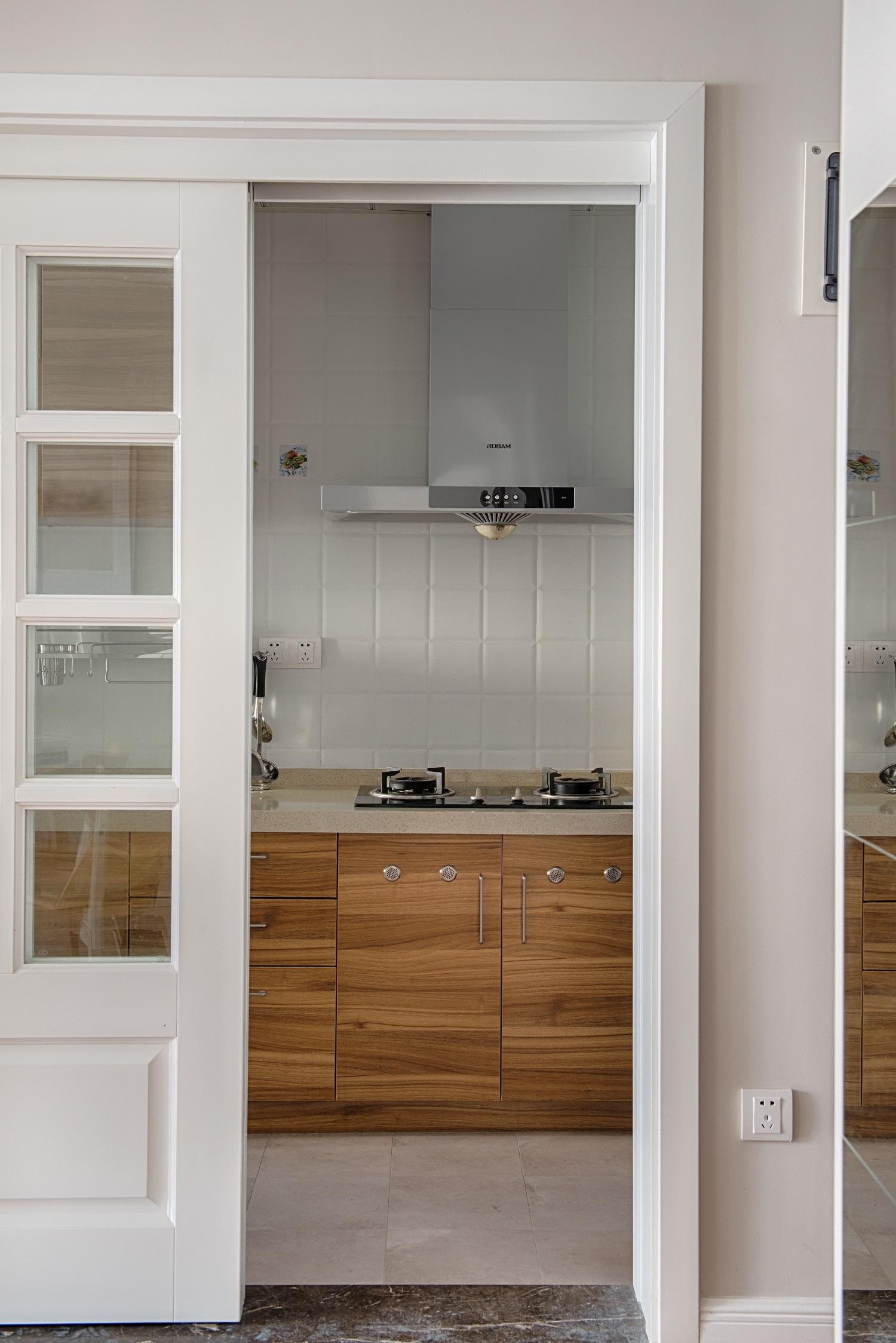 86平现代简约家厨房移门设计