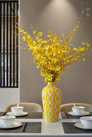 120平新中式装修花瓶装饰