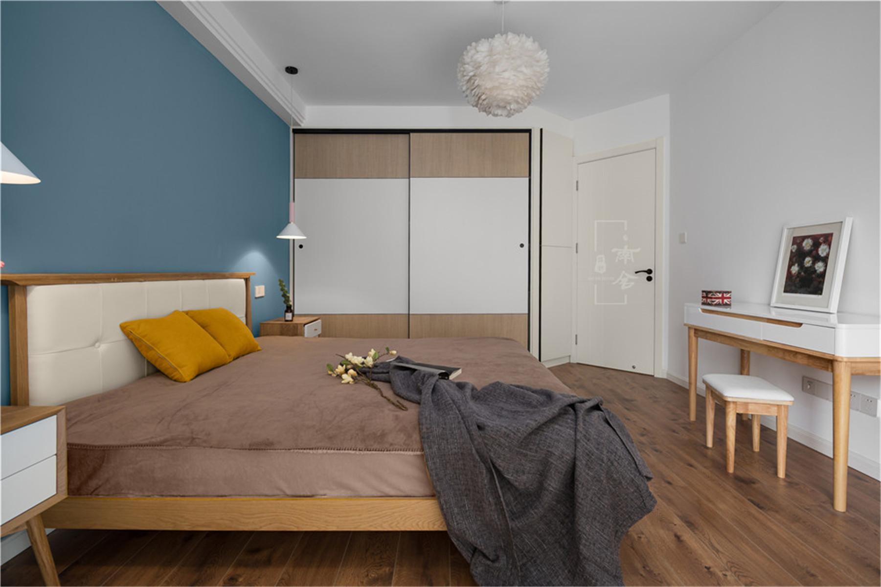 95㎡北欧风格家衣柜图片