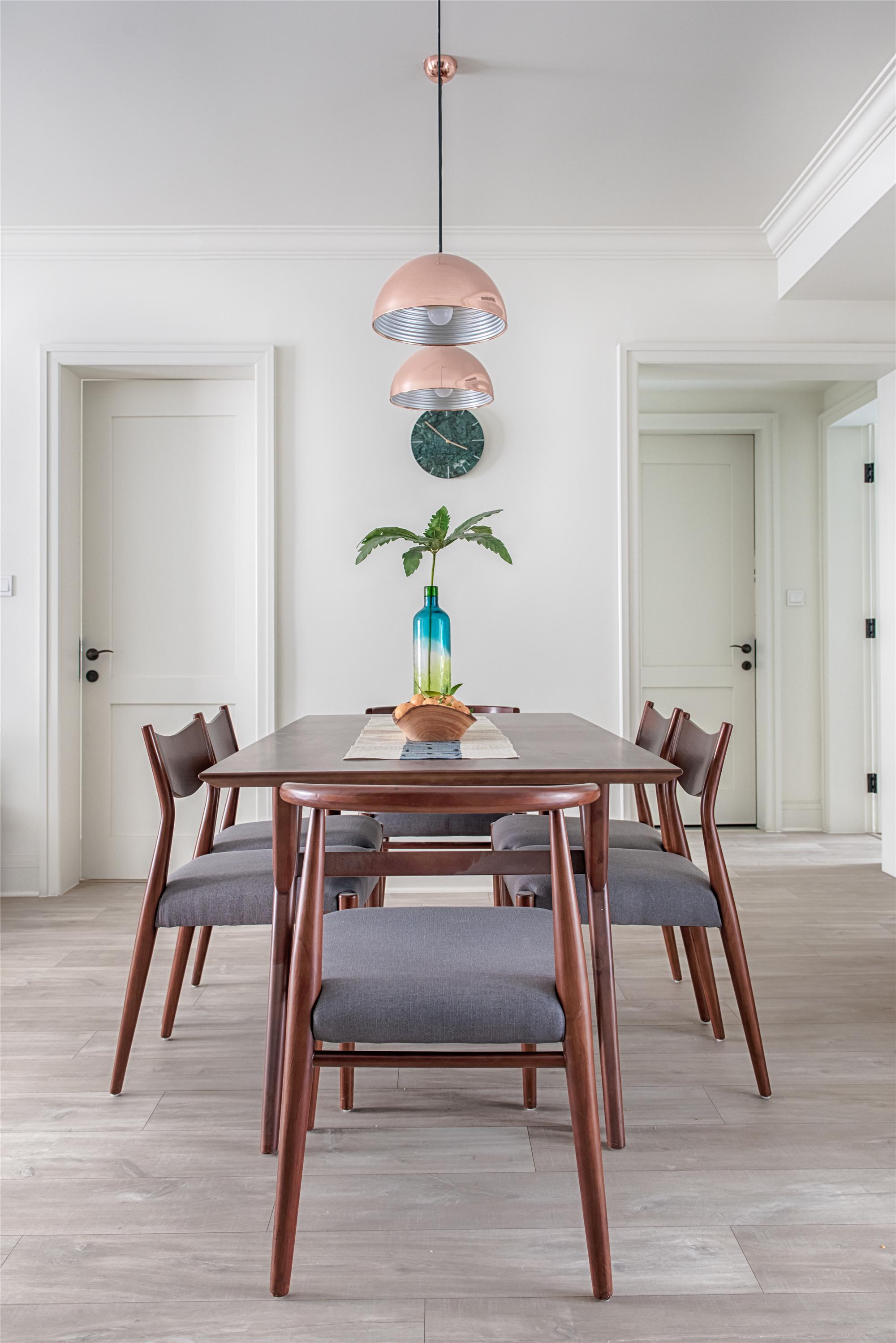 北欧风格家餐桌椅图片