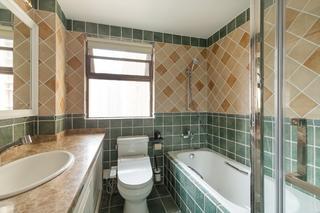 130平美式风格家卫生间装潢图