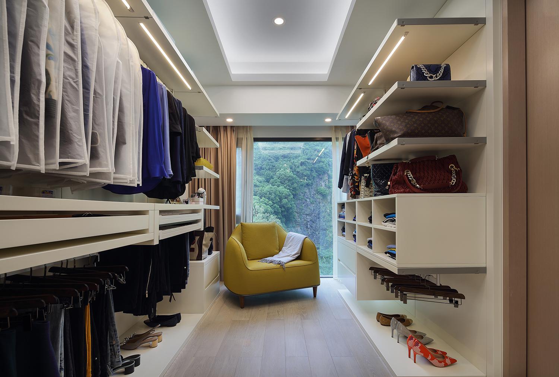 现代简约二居空间衣帽间欣赏图