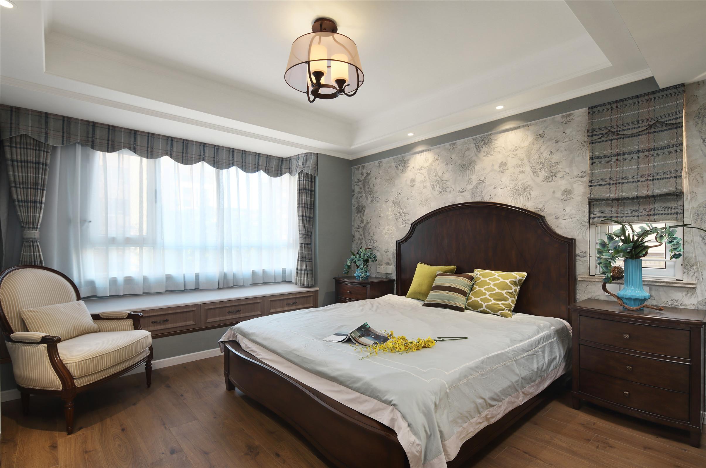 三居室简约美式装修主卧效果图