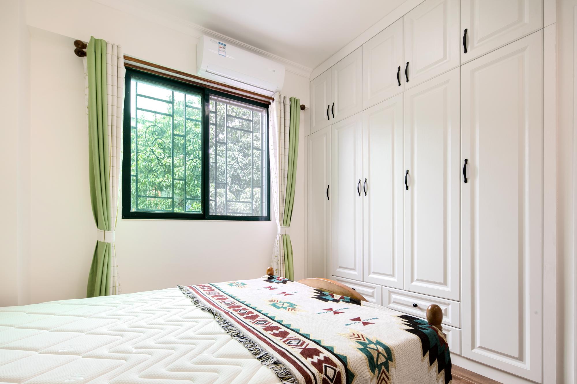 三居室现代美式家衣柜图片