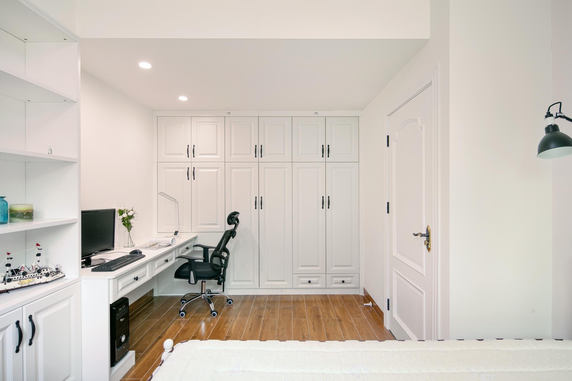 三居室现代美式家主卧衣柜图片
